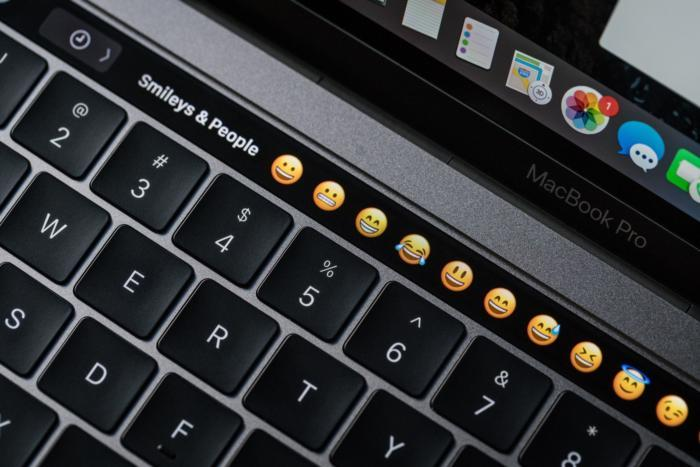 MacBook Pro Touch Bar: inserire emoji